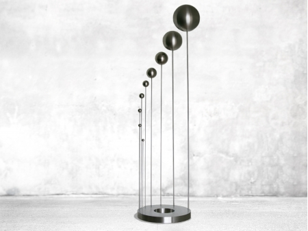Thread figures which hold up stainless steel balls. Made entirely out of stainless steel. Measurements: 156 x 86 x 30 cm. Series of , of which  sold.