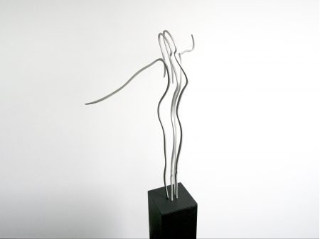 Thread figure made out of stainless steel, on a sprayed steel pedestal.